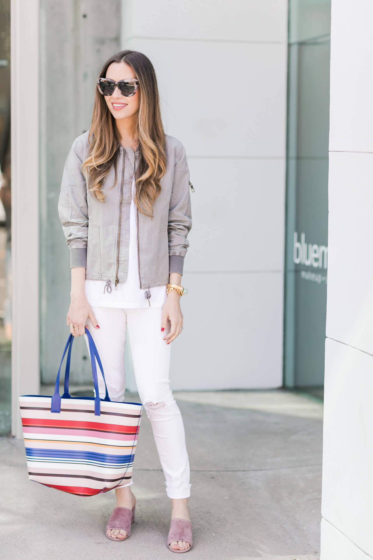 a casual outfit with white jeans - M Loves M @marmar