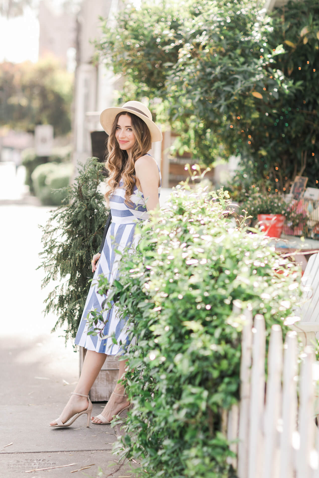 summer outfit inspiration with striped blue and white dress