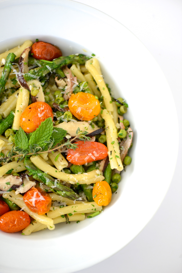 spring pasta with asparagus, roasted cherry tomatoes, peas, herbs and cheese M Loves M @marmar