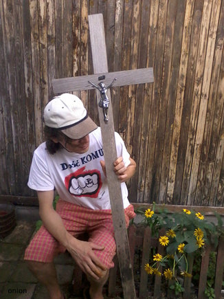 Krzyż uratowany ze śmietnika przez Oniona