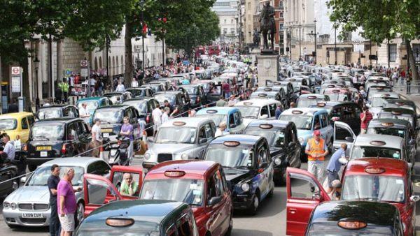 Greve de taxistas em Londres bloqueiam a cidade