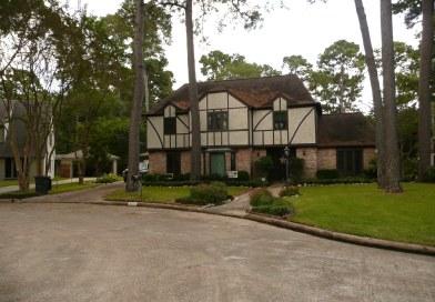 8211 Colonial Oaks Ln
