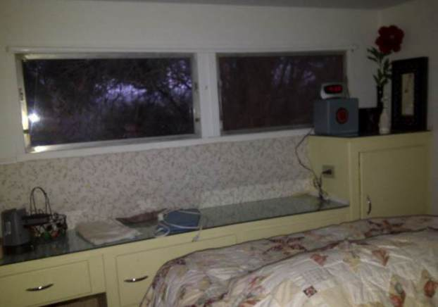 1954 pacemaker tri evel mobile home remodel bedroom before paint