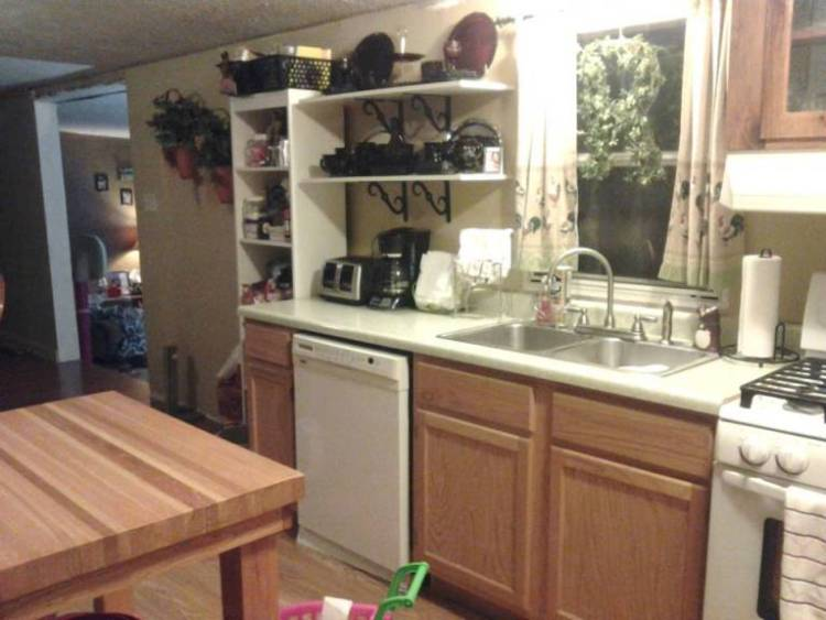 6 great mobile home kitchen makeovers for Mobile home kitchen designs