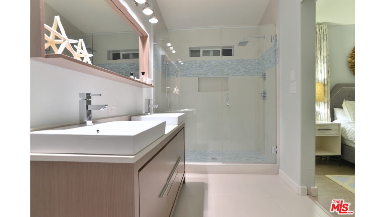 Malibu mobile home with lots of great mobile home for Home bathroom remodel