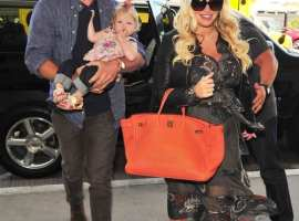 Jessica Simpson and the Family take flight out of LAX