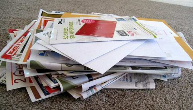 640px-Pile_of_junk_mail