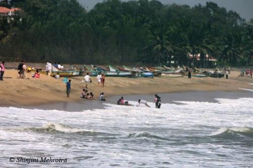 Mahabalipuram_beach_near_Shore_Temple