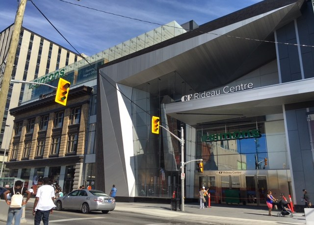 Simons Ottawa CF Rideau Centre Byward Market