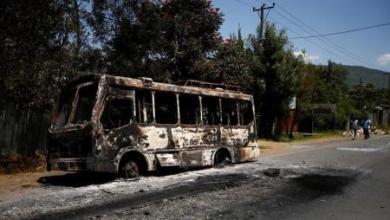 حافلة احترقت اثناء احتجاجات في اقليم اوروميا في اثيوبيا في صورة بتاريخ الثامن من اكتوبر تشرين الأول 2016. تصوير: تيكسا نيجيري - رويترز.