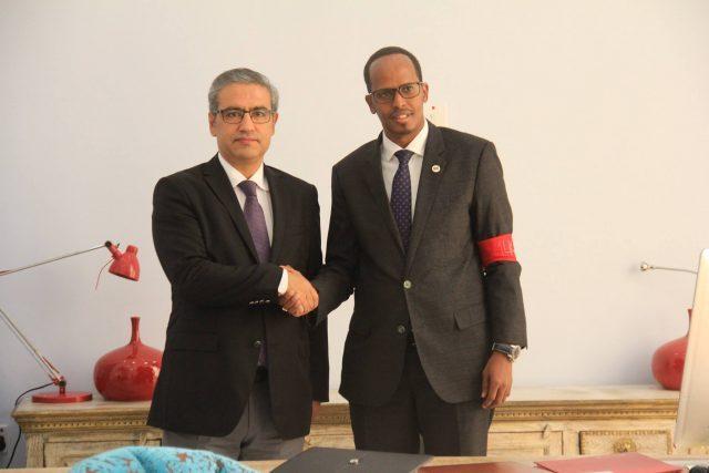 عمدة مقديشو يستقبل في مكتبه سفير تركيا لدى الصومال