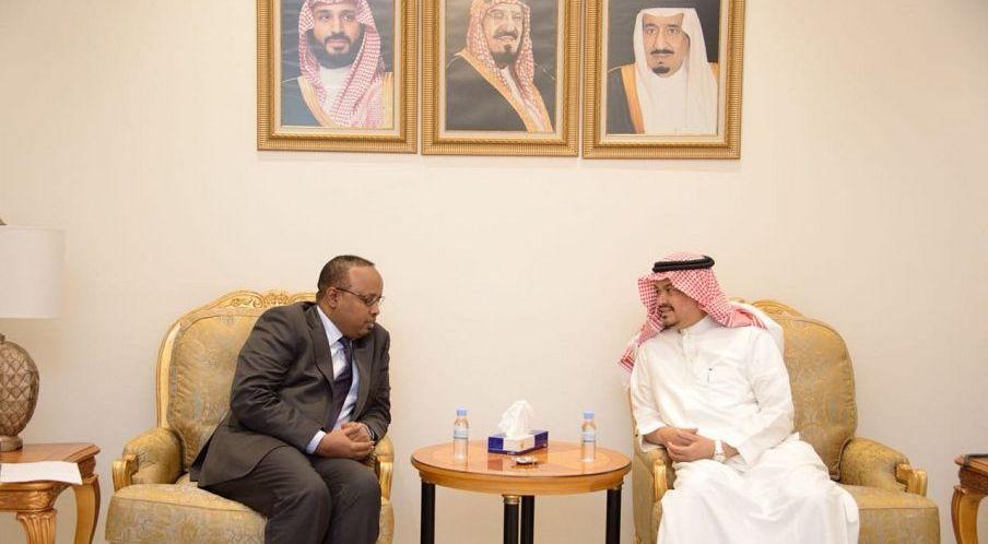 وزير الأوقاف والشؤون الدينية بالإنابة يلتقي وزير الحج والعمرة السعودي