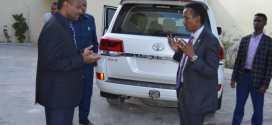 وزير الخارجية يزور السفارة السودانية لتقديم واجب العزاء في وفاة الرئيس السوداني الأسبق