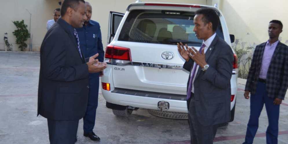 وزير الخارجية يزور السفارة السودانية لتقديم وجب العزاء في وفاة الرئيس السوداني الأسبق