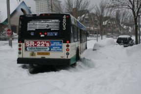 bus-stuck-in-snow