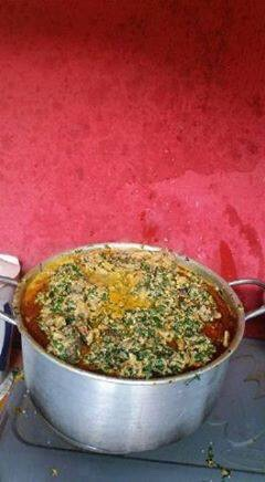 Photo Speak: Lagos Residents Cook Egusi Soup With Alligator Killed In Gbagada