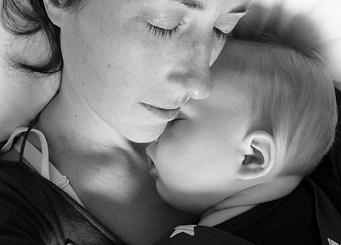 baby sleep with mother