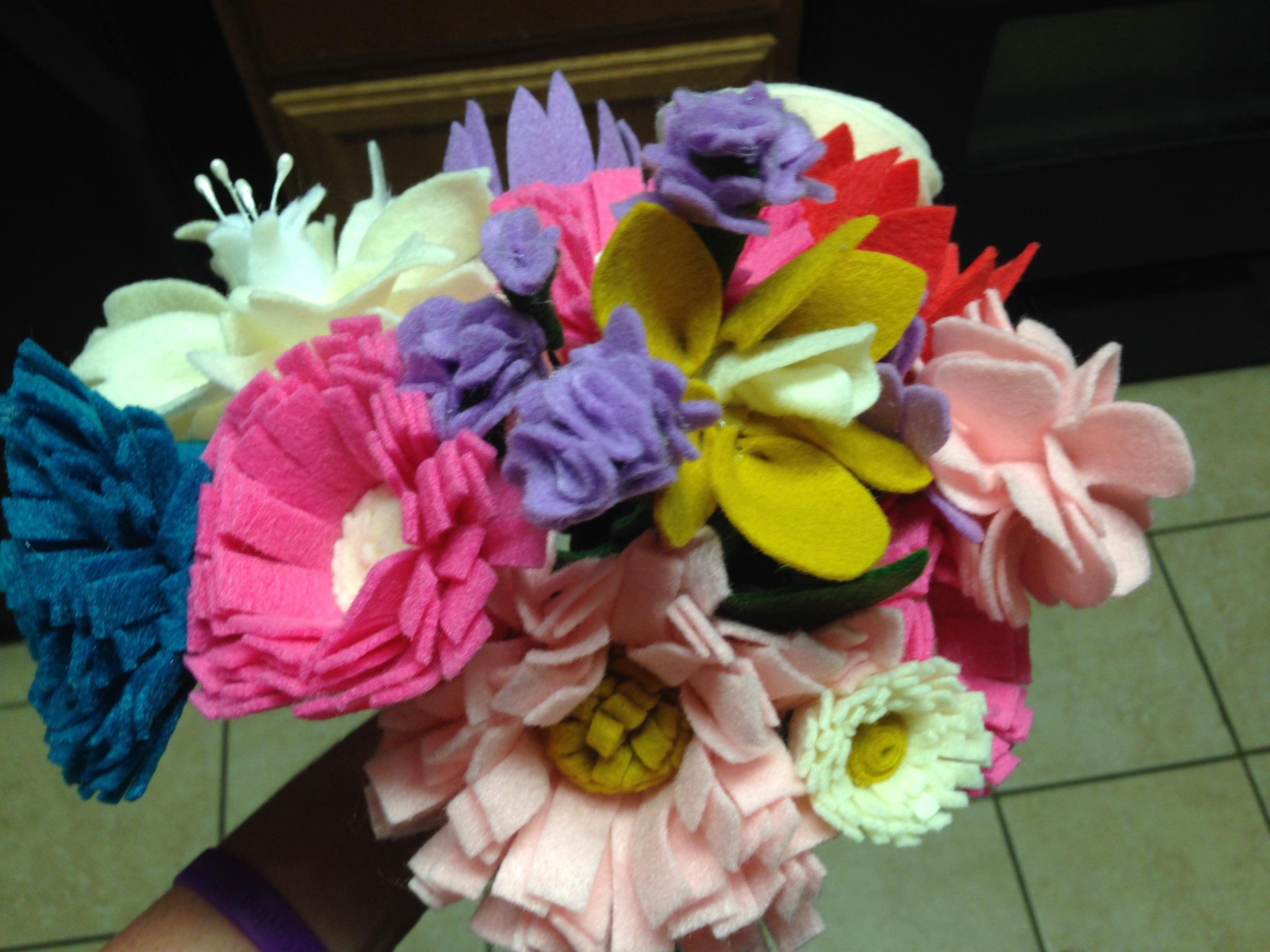 Felt flower bouquet tutorial mommy like whoa 037 038 izmirmasajfo
