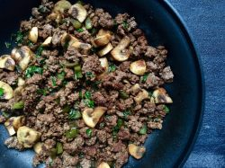 Chic Ground Beef Skillet Is An Easy Weeknight Dinner That Isdelicious Easy Mushroom This Mushroom Ground Beef Skillet Mom To Mom Nutrition Keto Recipe Ground Beef Instant Pot Keto Recipe Ground Beef C