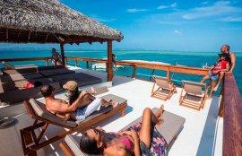 cloud 9, bar, restaurant, flottant, océan Pacifique