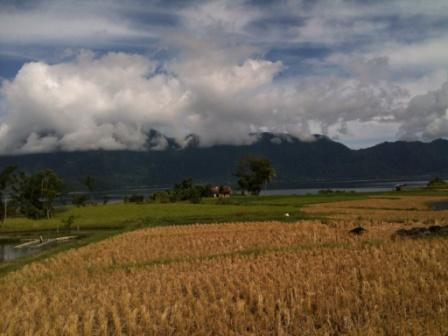 Kampung di tepi Danau Maninjau