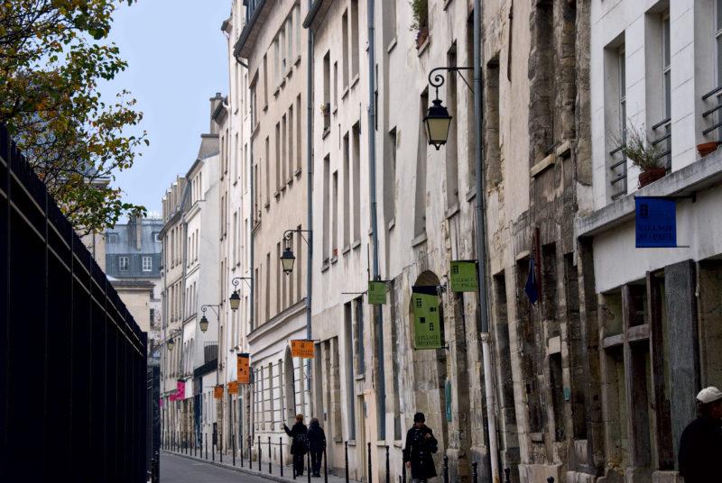 La rue des Jardins Saint-Paul