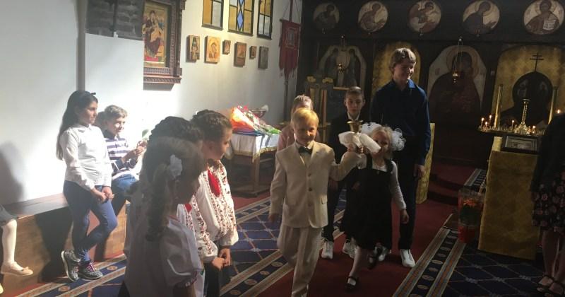 Первый звонок для церковно-приходской школы храма прп. Серафима Саровского в Монжероне.