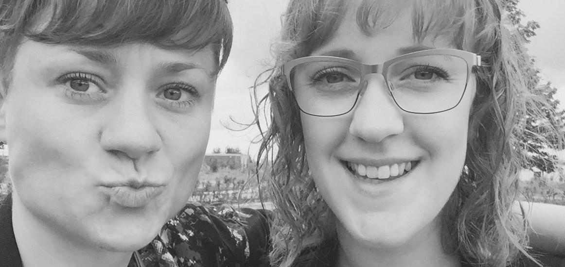 Morogmor blog - Sara og Marie grå