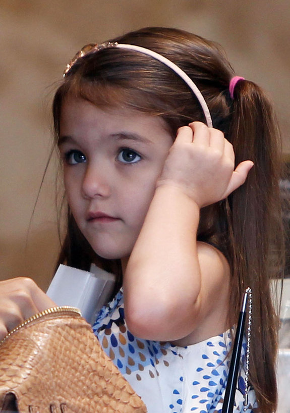 Katie Holmes Goes Shoe Shopping With Suri in Los Angeles