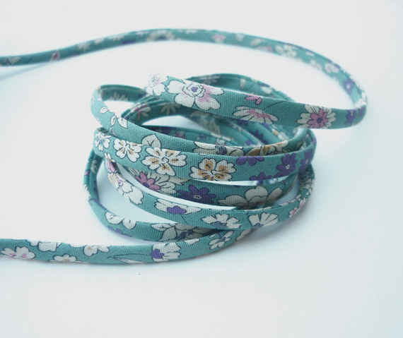 cordons-cordon-spaghetti-fleuri-vert-blanc-6299107-cordon-spaghett-jpg-6fc59_570x0