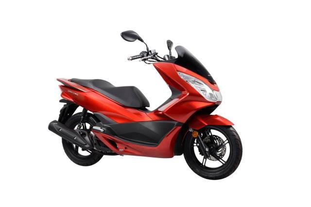 2015-Honda-PCX-150-004