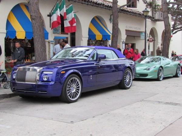 El Rolls violeta estaba estacionado justo al frente del Ferrari verde mente que les mostré hace unos días.
