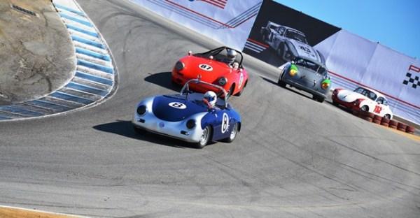 """Dos Speedsters y dos 356 fajándose la curva """"The Corkscrew"""" (el sacacorchos), la más famosa de Laguna Seca y una de las más retantes en el mundo."""