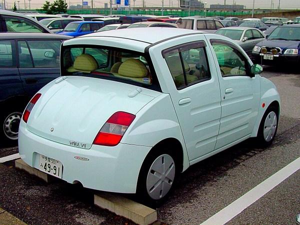 Al diseñar el WiLL Vi, Toyota se inspiró en otro carrito sumamente excéntrico: el Citroën Ami.