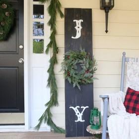 diy-rustic-vertical-christmas-wood-sign-mountainmodernlife.com-800x800