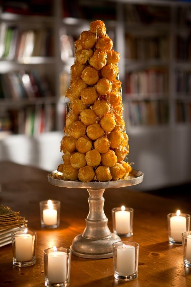 french wedding cake: Croquembouche