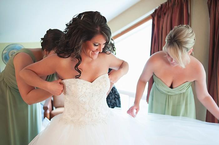 Bride getting ready | Pyramid Lake wedding | Jarusha Brown Photography