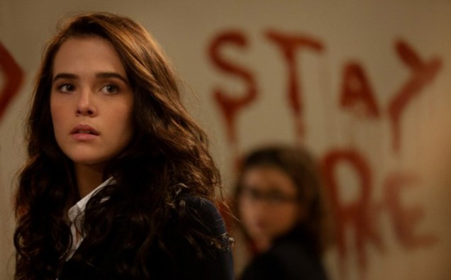 """Zoey Deutch and Sarah Hyland in Mark Waters' """"Vampire Academy"""""""