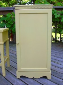 how to antique & distress furniture with paint | movita beaucoup
