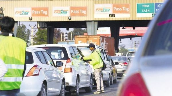 sale-fastag-at-toll-plaza-mplive