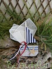 Μπομπονιέρες σε προσφορά. Μπομπονιέρα βάπτισης αγόρι καραβάκι, ξύλινο με αστερία και κορδελάκια χειροποίητο.