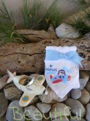 Μπομπονιέρες βάπτισης Χειροποίητες. Μπομπονιέρα βάπτισης αγόρι πετσέτα, λευκή βαμβακερή με θέμα αεροπλανάκι χειροποίητο.