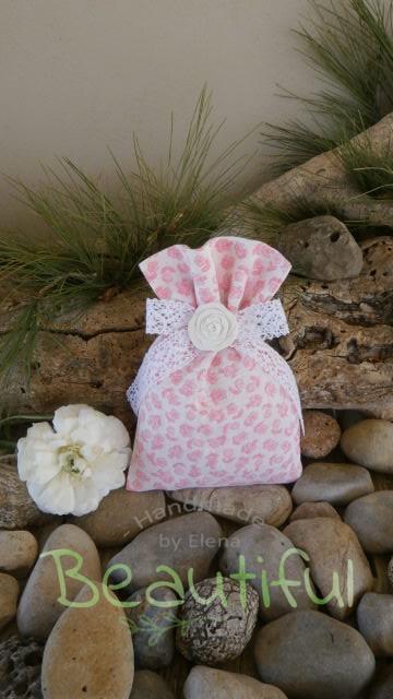 Μπομπονιέρα. Μπομπονιέρα Γάμου πουγκί, floral με φιόγκο από δαντέλα και αρωματικό τριαντάφυλλο χειροποίητο.
