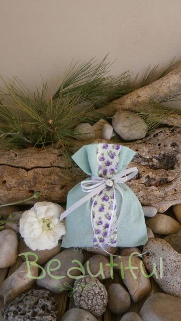 Μπομπονιέρα. Μπομπονιέρα Γάμου πουγκί, λινό βεραμάν με κορδέλα floral, κορδελάκι γκρο και σατέν λουλουδάκι χειροποίητο.