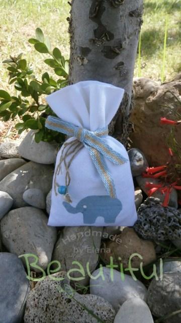 Μπομπονιέρες βάπτισης. Μπομπονιέρα βάπτισης κορίτσι πουγκί, καμβάς εκρού με σχέδιο φορεματάκι, δαντελίτσα, λουλουδάκι και κορδόνι λινάτσα χειροποίητο.