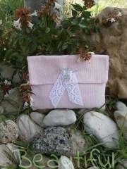 Μπομπονιέρα βάπτισης κορίτσι, Φάκελος γκρό ρόζ με δαντέλα και μεταλλική παραμάνα καρδούλα χειροποίητο.