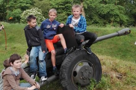 Sala i teren leśny w forcie Swoszowice do wynajęcia na imprezy dla dzieci