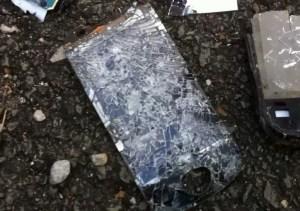 zniszczony smartfon