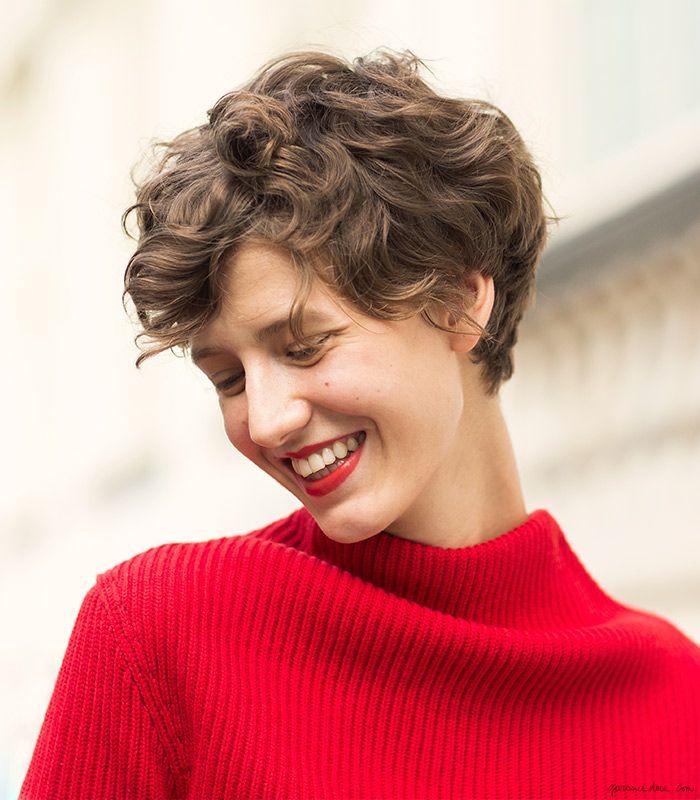 Женские короткие стрижки для вьющихся волос