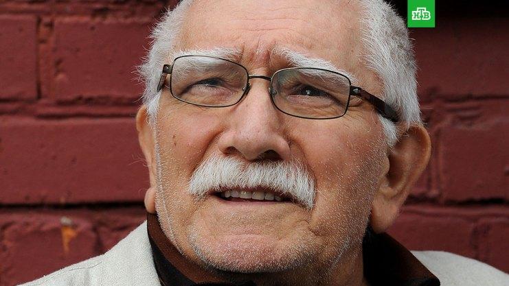 Картинки по запросу Полиция повязала 82-летнего Джигарханяна при захвате квартиры